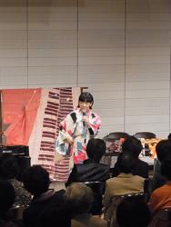 yamashina_kimono_kiru.jpg